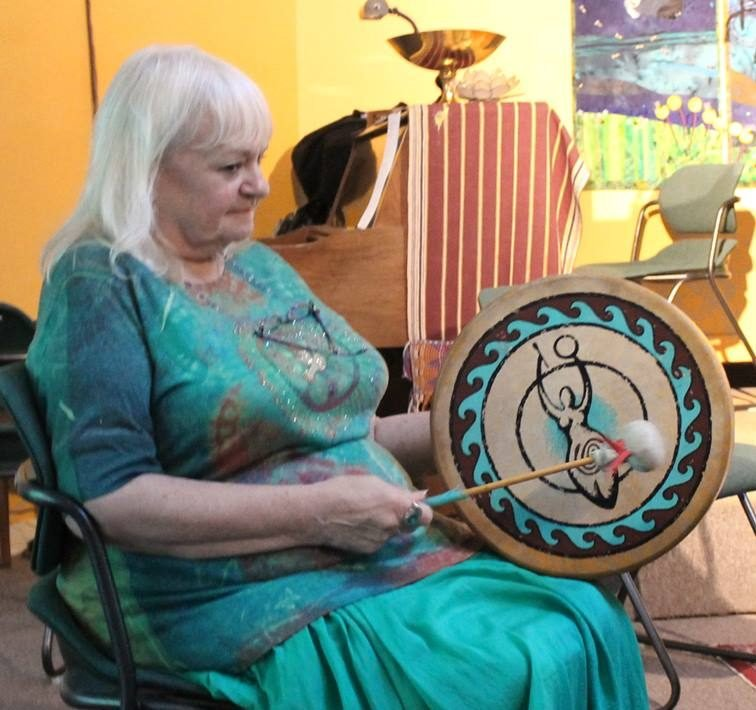 Connie drumming turquoise (002)